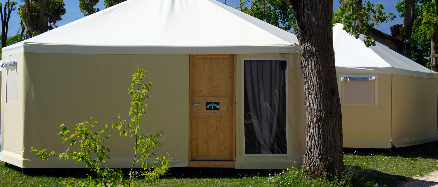 GLAMPING BUNGALOW TENTS